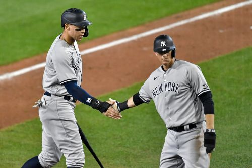 Yankees get back on track with dominant win over Blue Jays