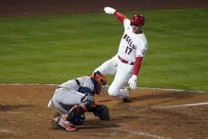 Trout homers, Angels rally in 8th to hand Astros 1st loss