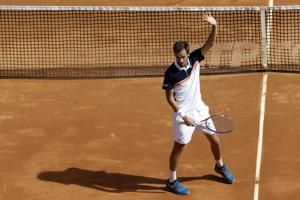 Medvedev shocks Djokovic to reach Monte Carlo semis