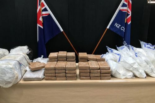 New Zealand police find 418 pounds of cocaine in banana shipment