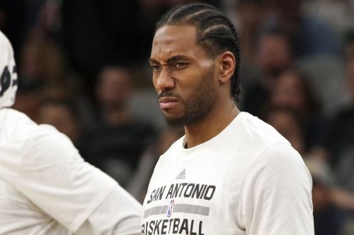 Lakers' first shot at Kawhi Leonard does not go well