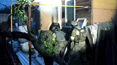 WATCH Special Forces storm terrorists' hideout in central Russia