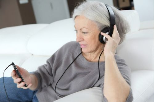 Study: Seniors talk with AI chatbots more when the conversation is deeper