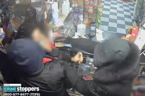 Thieves punch bodega worker, steal $10 and vape products: video