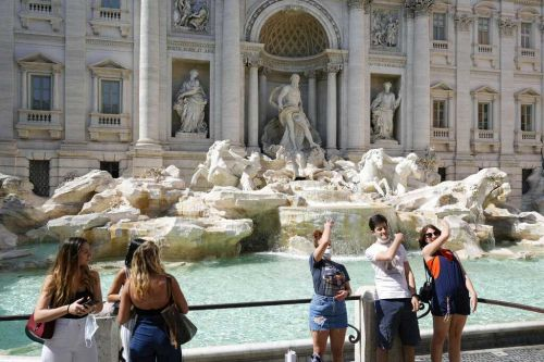 European Union recommends lifting restrictions on US tourists to its members