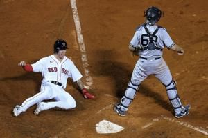 Yanks reliever throws 4 wild pitches in 10th, Red Sox rally