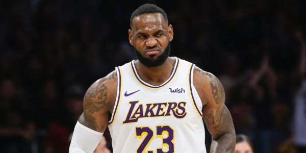 LeBron James has a 'tell' for when he's about to shoot a 3, and he used it to fool a defender and throw down a huge dunk