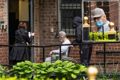 Sheldon Silver returns to NYC home in wheelchair after early prison release