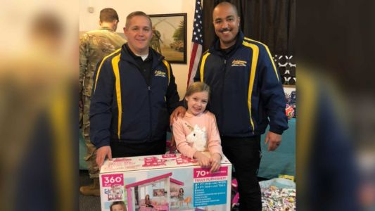 Officers drive 1,500 miles to deliver gifts to military families robbed during Christmas Day move