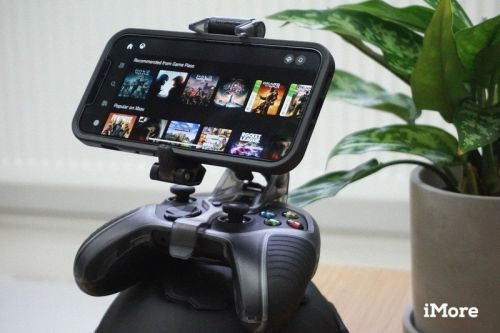 Use your favorite controller to play on your iPhone with these clips