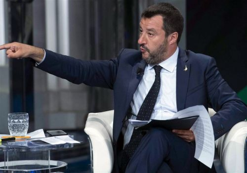 Italy's government collapses, turning chaos into crisis