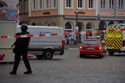 At least 2 killed, several injured after car slams into German crowd