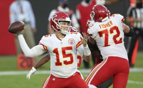 Chiefs beat Bucs 27-24 with big game from Patrick Mahomes, Tyreek Hill