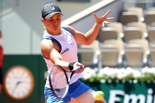 Top-seed Ash Barty abruptly withdraws from French Open