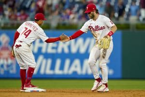 Harper steals home, Wheeler looks strong in Phils' 5-1 win