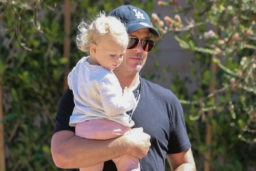 Robin Thicke steps out with his daughter and more star snaps