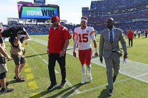 Reasons abound for Chiefs QB Patrick Mahomes' struggles