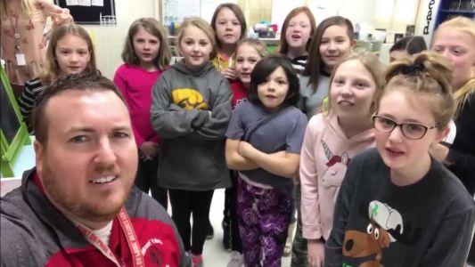 Iowa superintendent sings school closure with Lizzo song