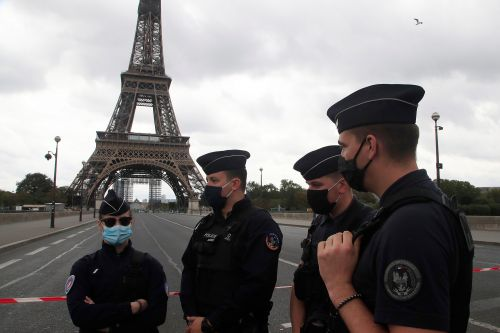 Eiffel Tower evacuated after bomb threat to landmark, Paris police say