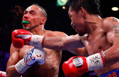 Manny Pacquiao defeats Keith Thurman by split decision