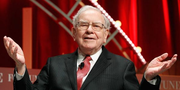 Warren Buffett may have dumped his $5 billion JPMorgan stake last quarter, investor Chris Bloomstran says