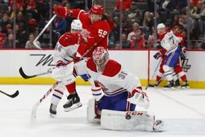 NHL-worst Red Wings beat Canadeins 4-3, sweep season series