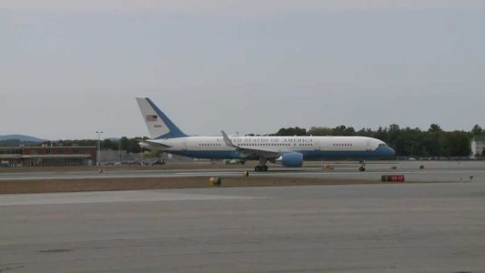 Air Force Two carrying VP Mike Pence returns to New Hampshire airport shortly after takeoff
