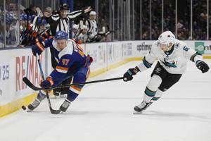 Anders Lee scores twice, Islanders beat Sharks 4-1