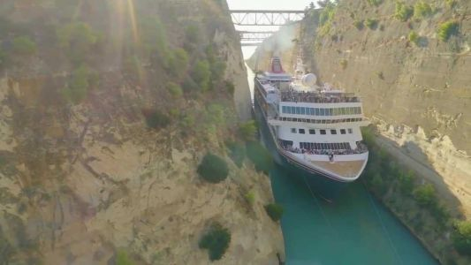 Whoa! Cruise ship makes tight squeeze through canal