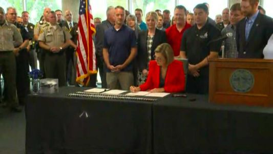 Reynolds signs 'Back the Blue' bill into law