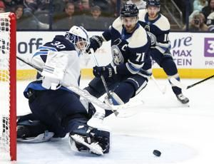 Bjorkstrand leads Blue Jackets past Jets for 6th straight