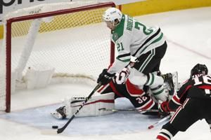 Chicago Blackhawks fall apart in the 2nd period in a sloppy 5-1 loss to the Dallas Stars