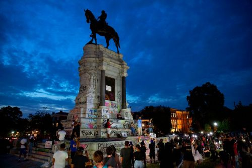 Judge sides with Virginia, but Robert E. Lee statue stays put for now