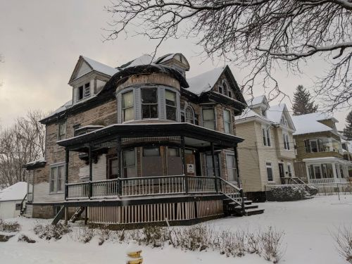 These abandoned historic homes are on the market for as little as $1,000 right now. Take a look inside