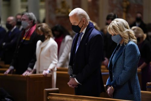 Bishops approve drafting of document to rebuke Biden, Catholic politicians for receiving Communion