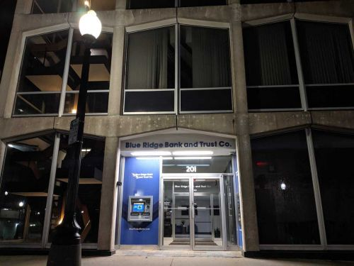 Independence students to help run Blue Ridge Bank branch