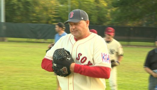 Roger Clemens comes out of retirement for a good cause