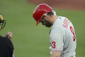 Phillies star Harper exits with sore shoulder, Jays win 4-0