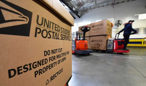 Postal Service forced to keep working despite shortages of cash and protection