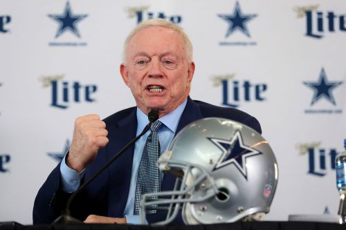 Jerry Jones plans to have fans at every Cowboys game this season