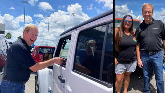 NASCAR great Rusty Wallace 'ducks' jeep with help of fan at foundation event