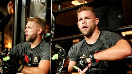 World boxing champ Billy Joe Saunders apologizes after video shows him 'teaching men how to hit women during lockdown'