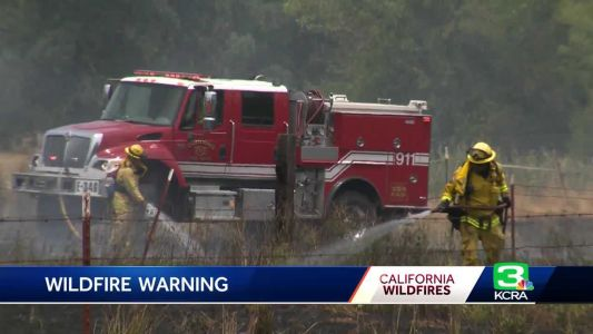 Firefighters quickly knock down grass fires in south Sac Co