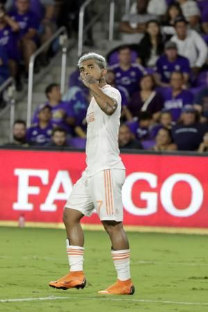 Martínez scores in an MLS-record 12th straight appearance