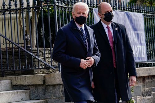 Biden attends Mass at DC church, stops at bagel shop on way back to White House