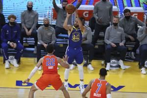 Curry makes 11 3s, scores 49 points to help Warriors roll