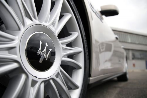 Pair of thieves steal man's Maserati in Queens carjacking