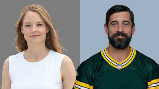 Jodie Foster fulfills promise to thank Aaron Rodgers at Globes