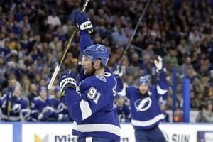Stamkos scores 2 to lead Lightning past slumping Bruins 3-2
