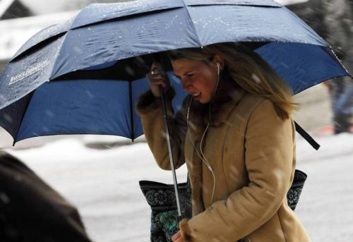 Wet snow to hit Chicago area Tuesday; Freeze Warning issued